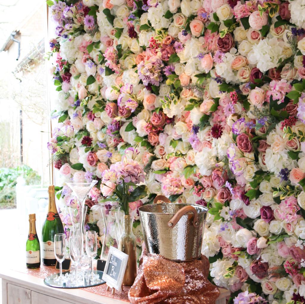 קיר מראשי פרחים מלאכותיים