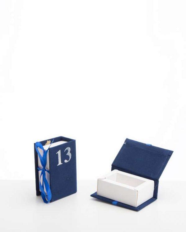 """קוספת קרטון בצורת ספר קטיפה 5/8/3 ס""""מ-""""13"""" כחול/כסף"""